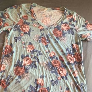Tops - Plus size blue floral T-shirt